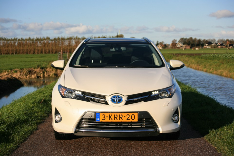 Toyota Auris Hybrid Touring Sports Voorkant