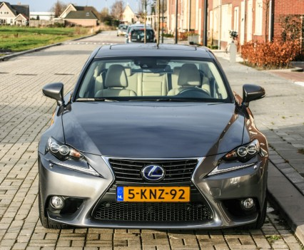 Lexus IS 300h voorkant