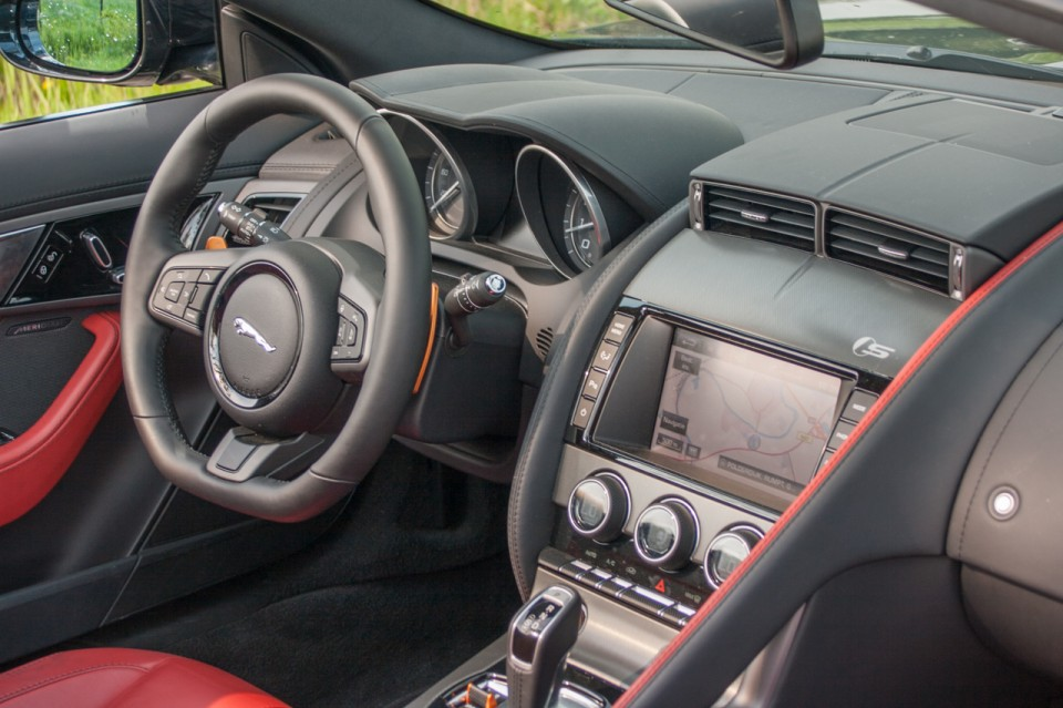 Jaguar F-TYPE Convertible V6 S Dashboard