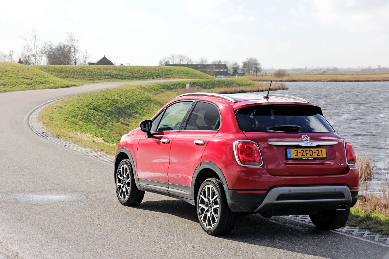 fiat 500x cross 4x4 2015 video rijtest love at first drive. Black Bedroom Furniture Sets. Home Design Ideas