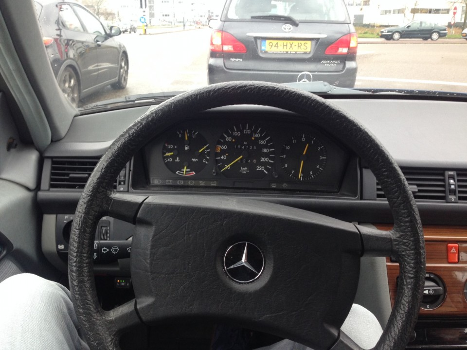 Mercedes-Benz W124 dashboard